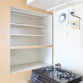 棚には食器や調味料類などが置けますね (※写真は5階同間取り別部屋のものです)