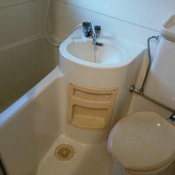 トイレとお風呂はユニットです。とても綺麗!