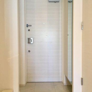 お風呂は浴室乾燥機付きですよ〜※写真は2階反転間取り別部屋のものです