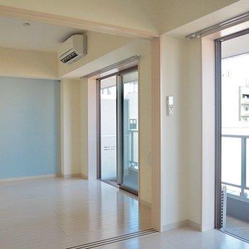 白に水色で爽やかです!※写真は6階の似た間取り別部屋のものです