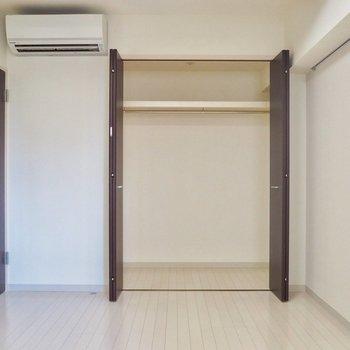 クーラーは各部屋に完備(3つ)※写真は6階の似た間取り別部屋のものです