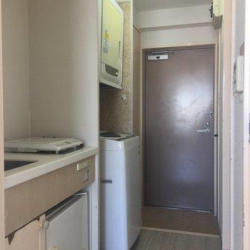 キッチン、洗濯機は全てこちらの廊下へ※洗濯機等家電はついていません。※写真は4階似た間取り別部屋のものです