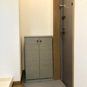 玄関はナナメに