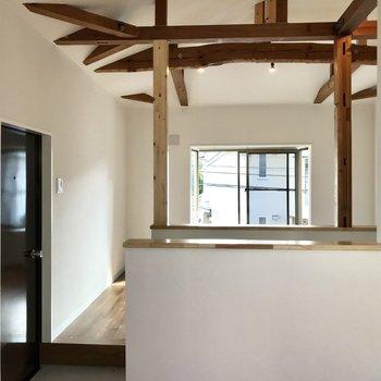【上階】くるっと。天井かっこいいなあ・・!
