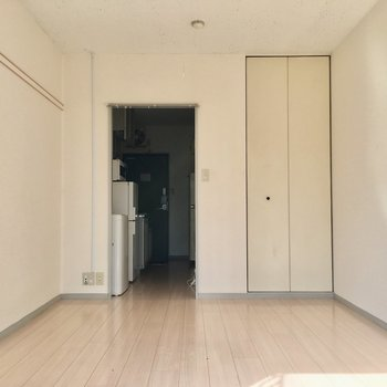お部屋の中は白っぽくて優しい雰囲気。