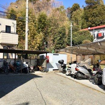 駐輪場もバイク置き場もあるんです。