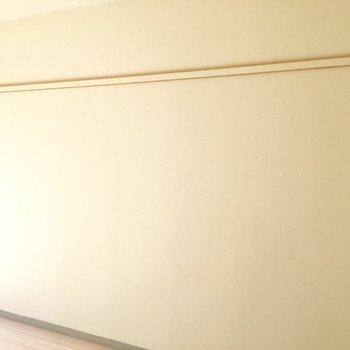 壁一面、ハンガーかけれます。