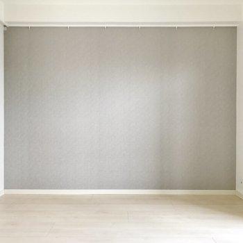 洋室部分。ベッドを壁寄せで置きやすい。