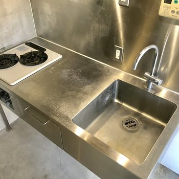 【2F】キッチン収納は控えめです。
