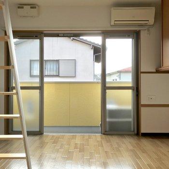 掃き出し窓は4面全て動くので右寄せ左寄せ中央寄せ、自由自在です。