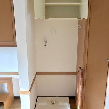玄関前に洗濯機を置けます。