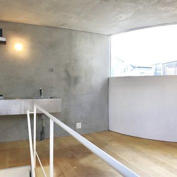 【上階】スタイリッシュなキッチンがこんにちは。