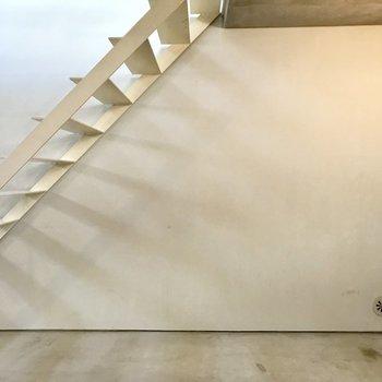 【下階】おきにいりのクツをならべて。