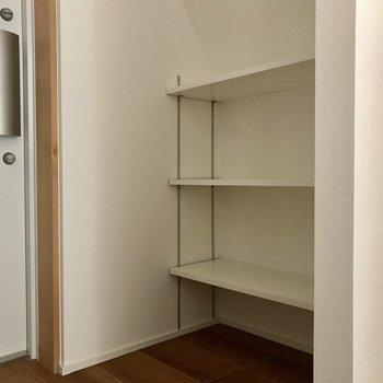 靴はこちらへ。背の高いブーツもウェルカム※写真は4階の同間取り別部屋のものです