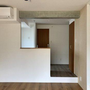 料理しながら仲良くおしゃべり※写真は4階の同間取り別部屋のものです