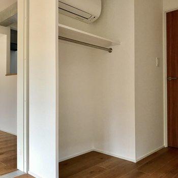 魅せる収納その弌。エアコンはこちらに※写真は4階の同間取り別部屋のものです