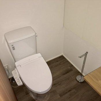 温水洗浄便座がありがたい※写真は4階の同間取り別部屋のものです