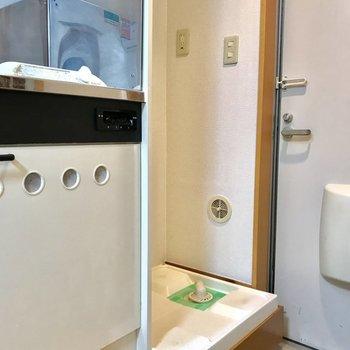 隣りにすっぽり洗濯機