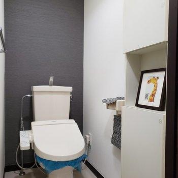 トイレは個室です。※家具はサンプルのものです