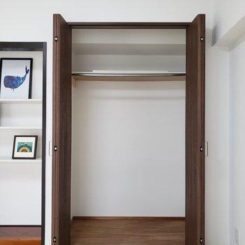 【LDK】収納の共有ができますよ。※家具はサンプルのものです