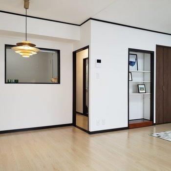 【LDK】大きいダイニングテーブルが置けますね。※家具はサンプルのものです