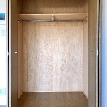 クローゼット、奥行きがあって容量たっぷりですよ〜。※写真は3階の同間取り別部屋のものです