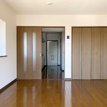 ブラウンでシックまとめられています。※写真は3階の同間取り別部屋のものです