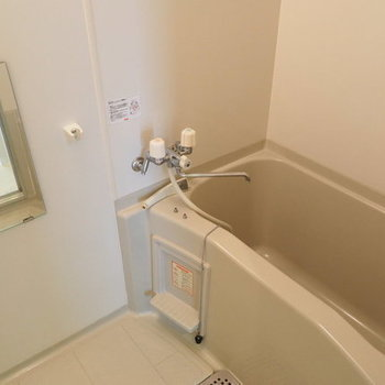 シンプルなお風呂※写真は同間取り別部屋です