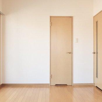 小さいドアを開けると不思議の世界へ繋がるの?
