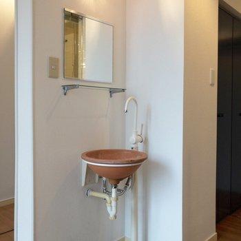 洗面台は無駄がないデザイン。