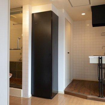 冷蔵庫は小さめのモノをキッチンの下に置きましょう!