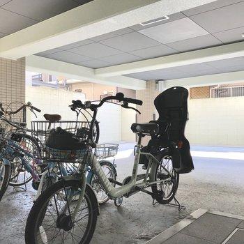 駐輪場や駐車場からエントランスにショートカットできます。