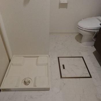 洗濯パンはこちら。あまり大きいものだと、洗面スペースが狭くなっちゃいそうだな。(※写真は5階の同間取り別部屋のものです)
