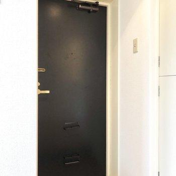 玄関もコンパクト。