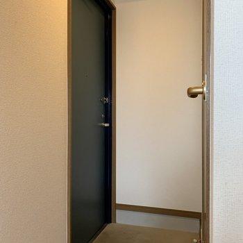 シューズボックスはありません。※写真は4階の同間取り別部屋のものです