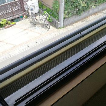 窓には実はフラワーボックスも。