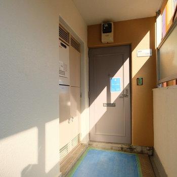 玄関前も気持ちのいい光
