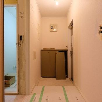 【工事中】玄関廊下はゆとりのある距離で。玄関から居室が遠いいのはいいですね。