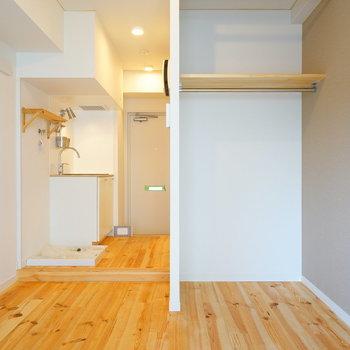 【イメージ】オープン収納は目隠しカーテン用のポールも設置されます