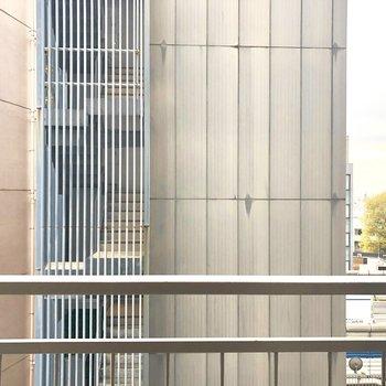 【LDK眺望】建物がどーん。