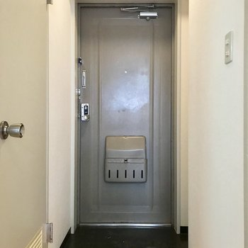 玄関はこちら!