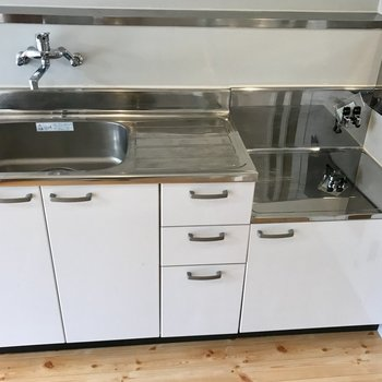 キッチンはコンロ持ち込みで!