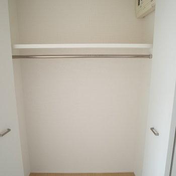 キッチンの後ろにクローゼット(※写真は8階の同間取り別部屋のもの)