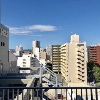 都会の眺めはやっぱ気持ちいい!(※写真は8階からのものです)