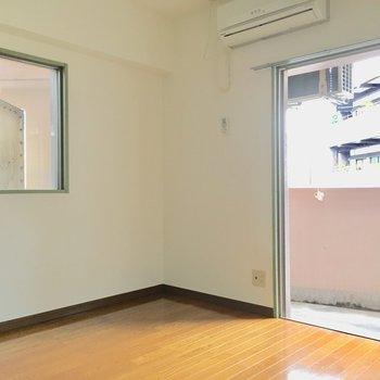 2面採光で光を取り入れます◎※写真は3階の同間取り別部屋、通電前のものです