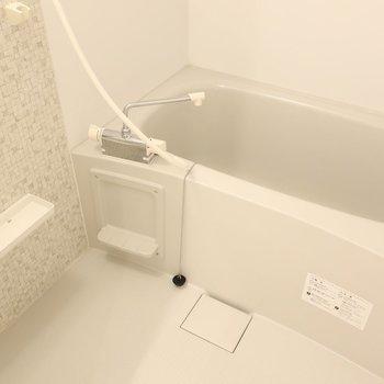 浴室には乾燥機もついてます!(※写真は2階同間取り別部屋のものです)