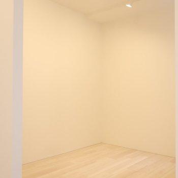 洋室はアトリエっぽい!(※写真は2階同間取り別部屋のものです)