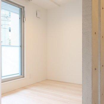洋室はシンプルなベッドルームにぴったり◎(※写真は2階同間取り別部屋のものです)