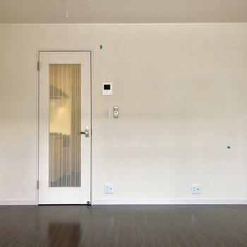 床と壁の配色がいいですね♪※写真は2階の同間取り別部屋のものです