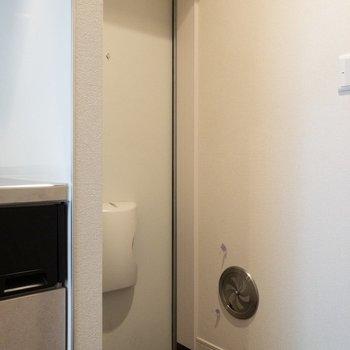 玄関には少し段差があります。